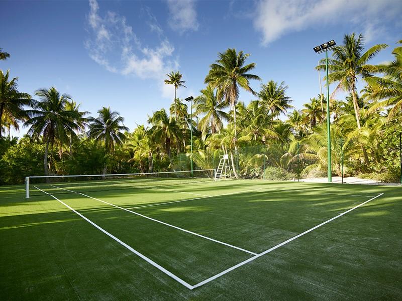 Court de tennis de l'hôtel The Brando en Polynésie