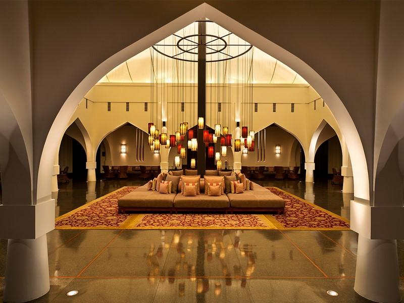 Le lobby de l'hôtel The Chedi à Mascate