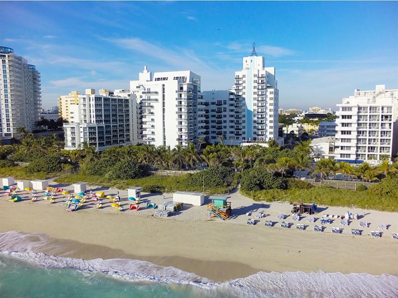 Magnifique vue aérienne de l'hôtel The Confidante Miami beach