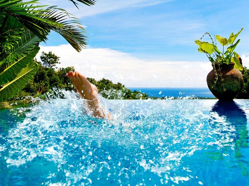 Plongez dans la piscine de l'hôtel