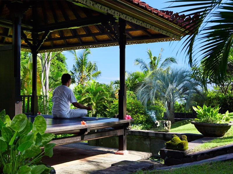 Séance de yoga à l'hôtel The Damai