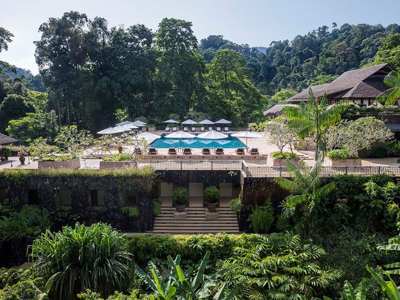 La superbe piscine du Datai, un luxe subtil asiatique