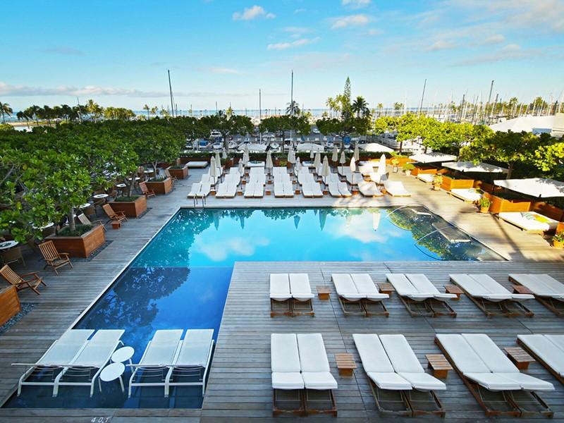 La superbe piscine de l'hôtel The Modern Honolulu