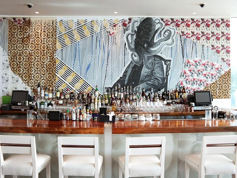 Le bar du restaurant Ravish de l'hôtel The Modern