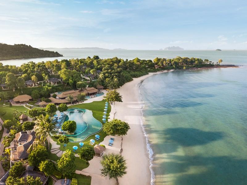 La vue de l'hôtel au bord de la mer