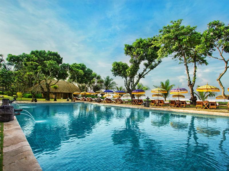 La piscine de l'hôtel The Oberoi à Bali