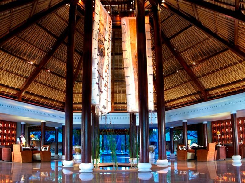 Le lobby de l'hôtel Oberoi Lombok en Indonésie