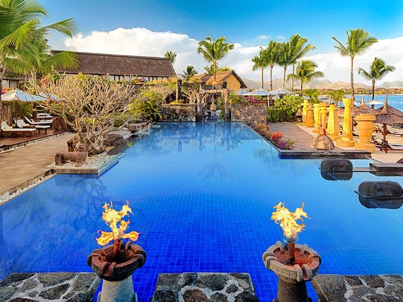 La piscine de l'hôtel Oberoi à Pointe aux Piments