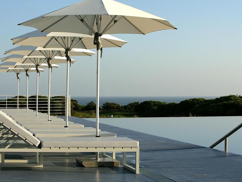 Profitez de la magnifique piscine de l'hôtel