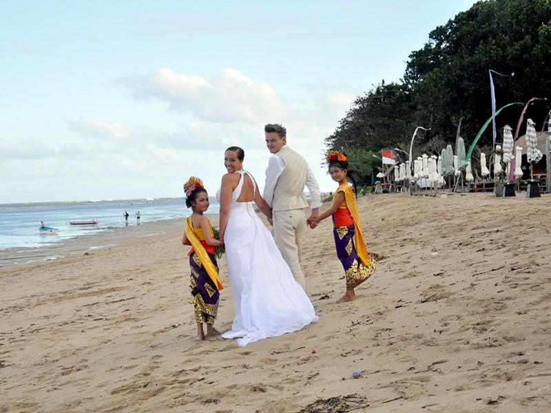 Mariage à l'hôtel The Pavilions situé au centre de Sanur