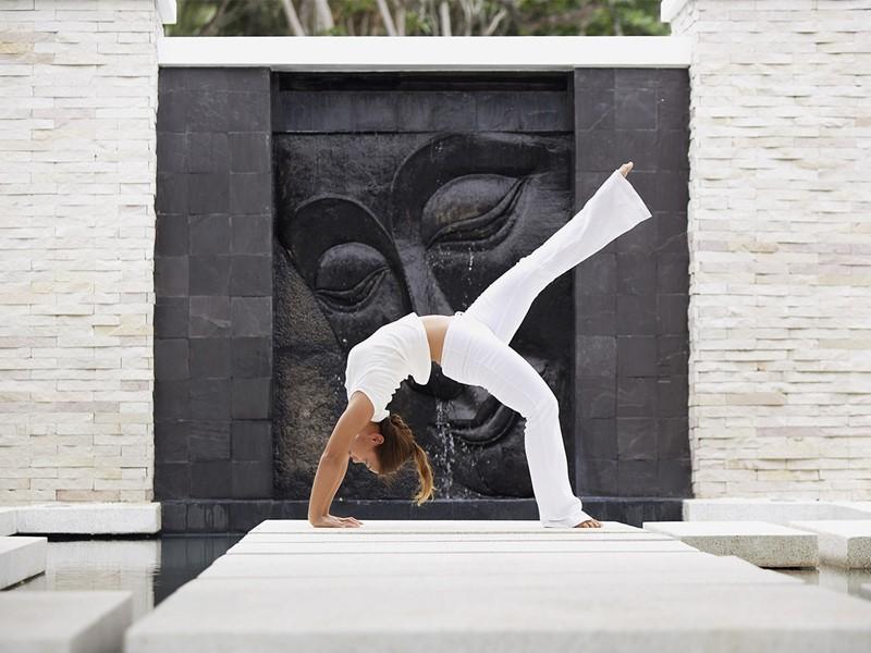 Yoga à l'hôtel The Racha à Phuket
