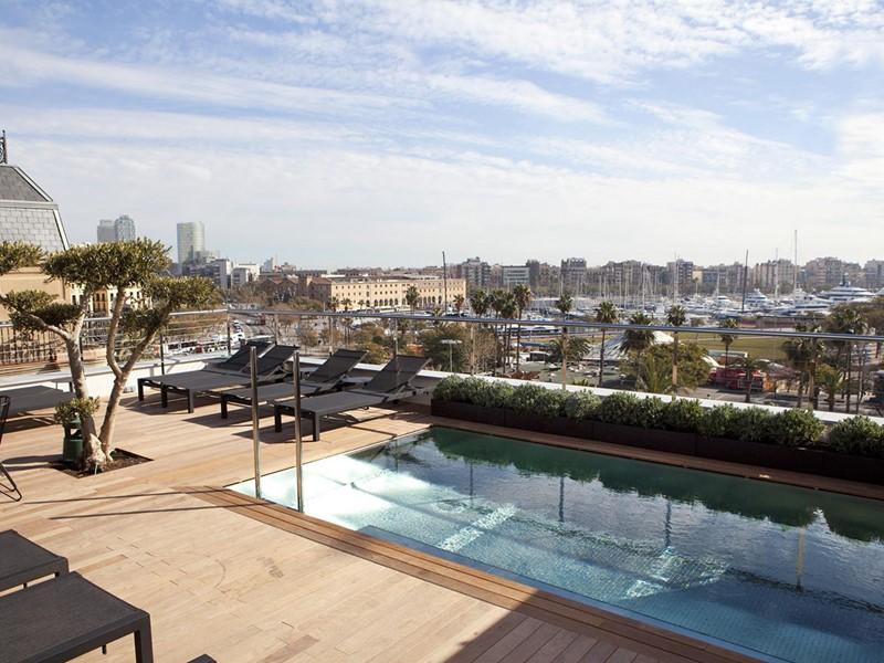 La piscine du Serras situé dans le quartier gothique de Barcelone
