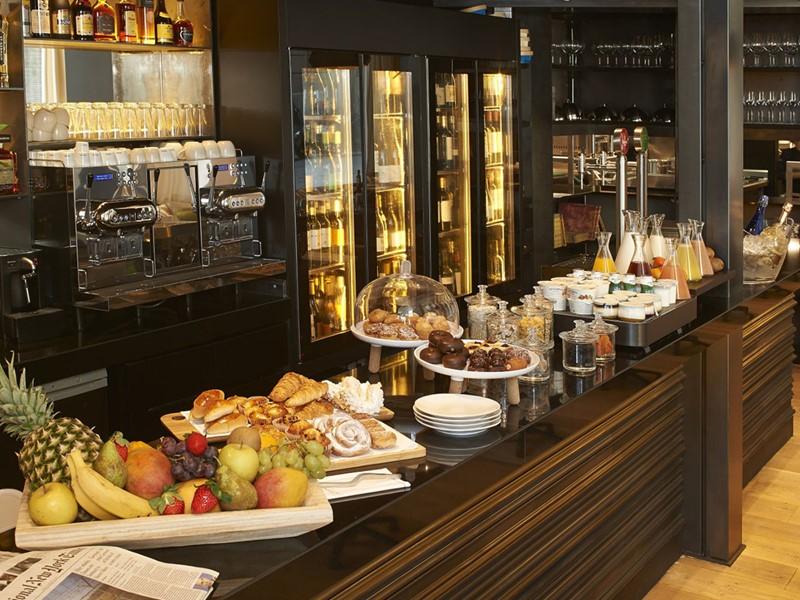 Dégustez un copieux petit déjeuner à l'hôtel The Serras
