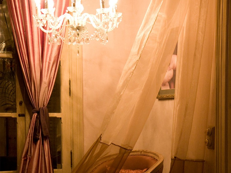 Décoration chic et rideaux flottant dans la brise
