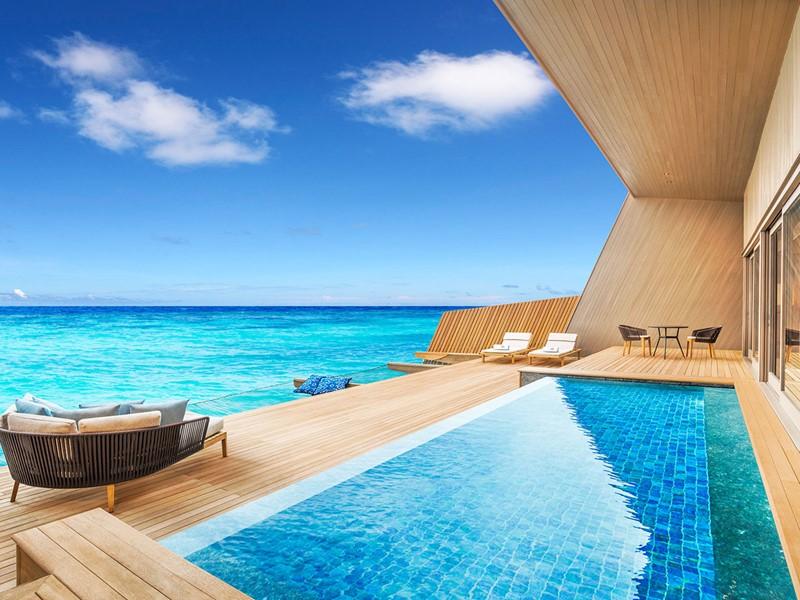 La piscine de l'Overwater Villa