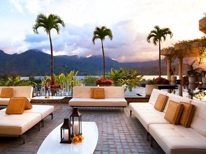 Profitez d'un moment de détente sur la terrasse du Princeville Resort Kauai