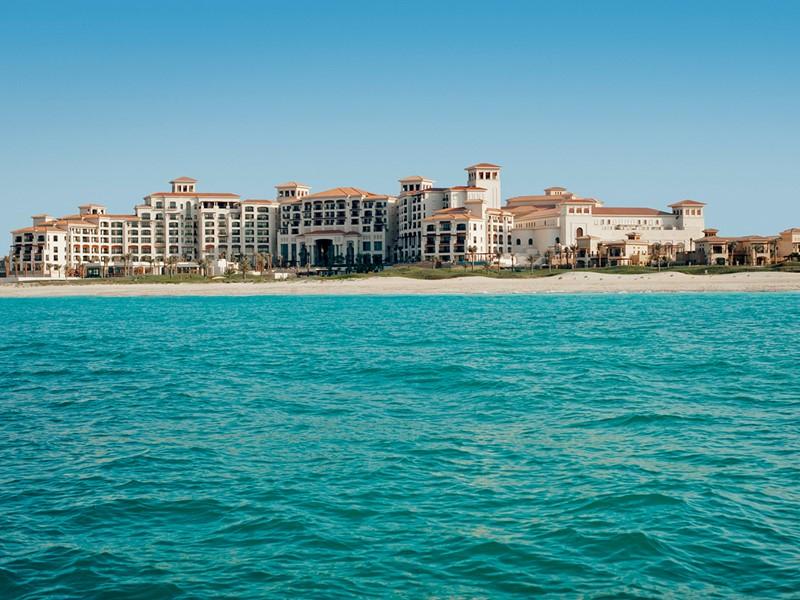 Le St. Regis est un resort somptueux situé sur l'île de Saadiyat