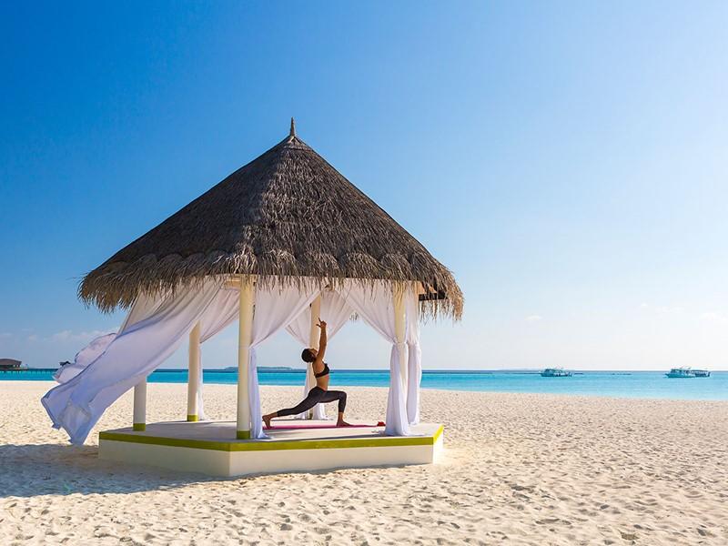 Yoga à l'hôtel 5 étoiles Sun Siyam Iru Fushi
