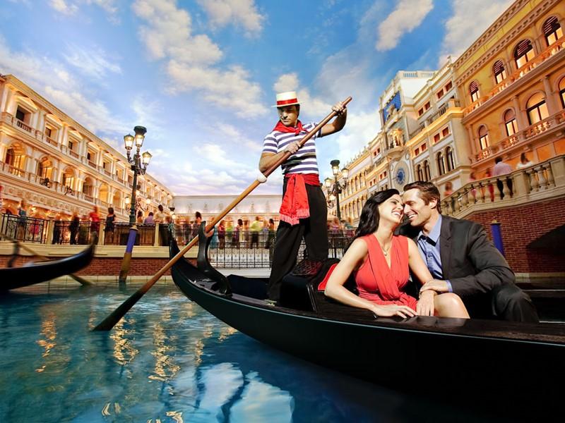 Flânez sur le Grand Canal du Venetian en gondoles