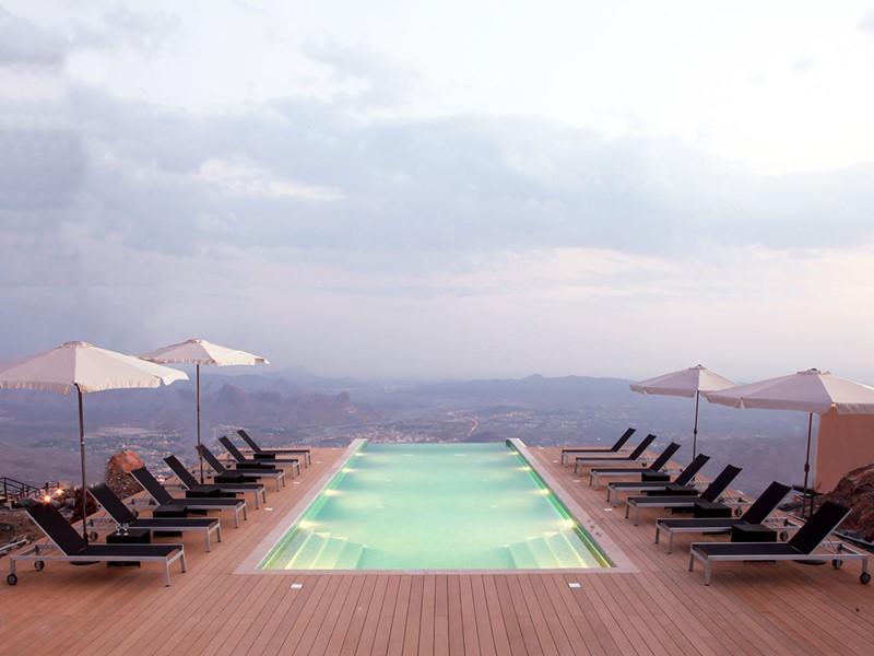 La piscine de The View situé dans les hauteurs d'Al Hamrah