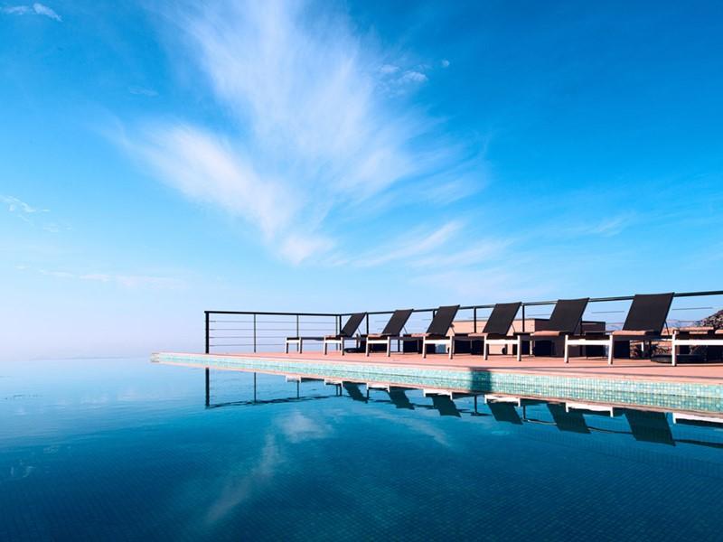 Profitez de la superbe piscine de l'hôtel The View