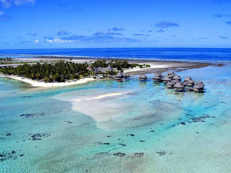 Vue aérienne de l'hôtel Tikehau Pearl Beach Resort situé en Polynésie