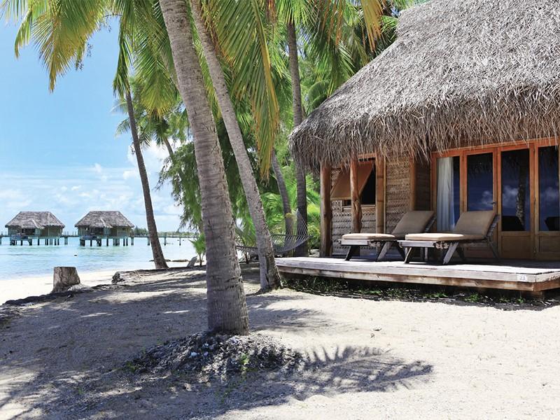 Vue d'un bungalow à l'hôtel Tikehau Pearl Beach Resort en Polynésie