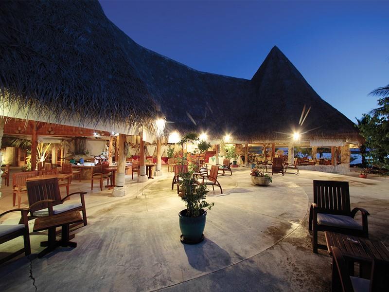 Le restaurant de l'hôtel Tikehau Pearl Beach Resort situé en Polynésie