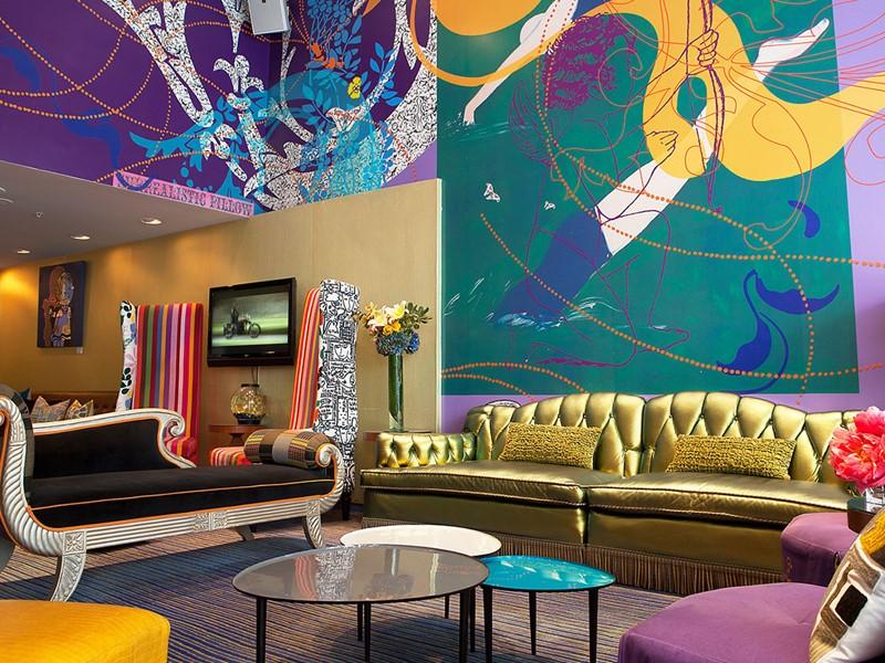 Le lobby haut en couleurs de l'hôtel Triton