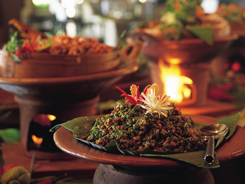 Plat traditionnel balinais à l'hôtel Tugu Bali en Indonésie