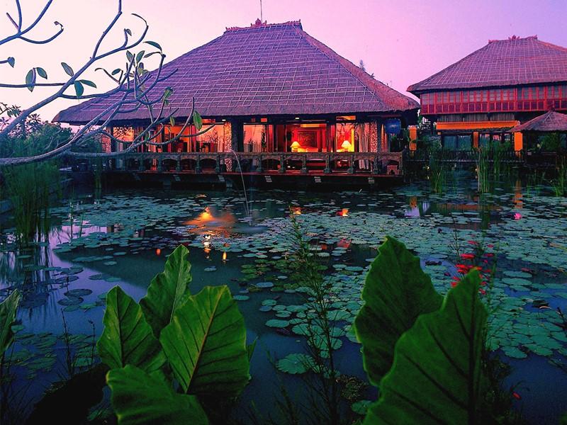 Vue du restaurant de l'hôtel Tugu Bali à Tanah Lot