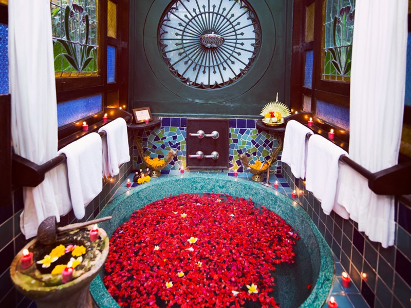 Bain de fleurs au Tugu Bali en Indonésie