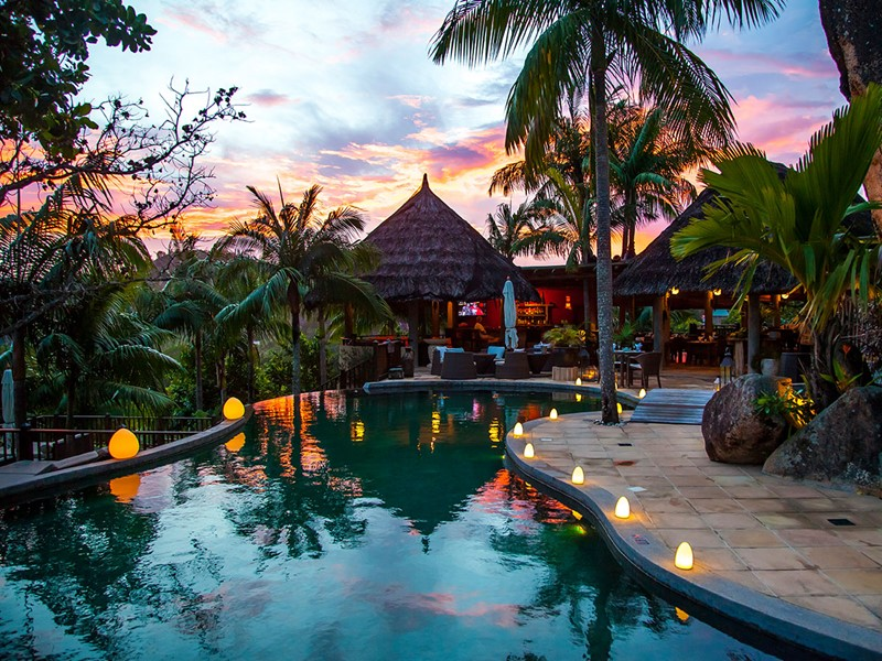 La piscine de l'hôtel Valmer Resort aux Seychelles