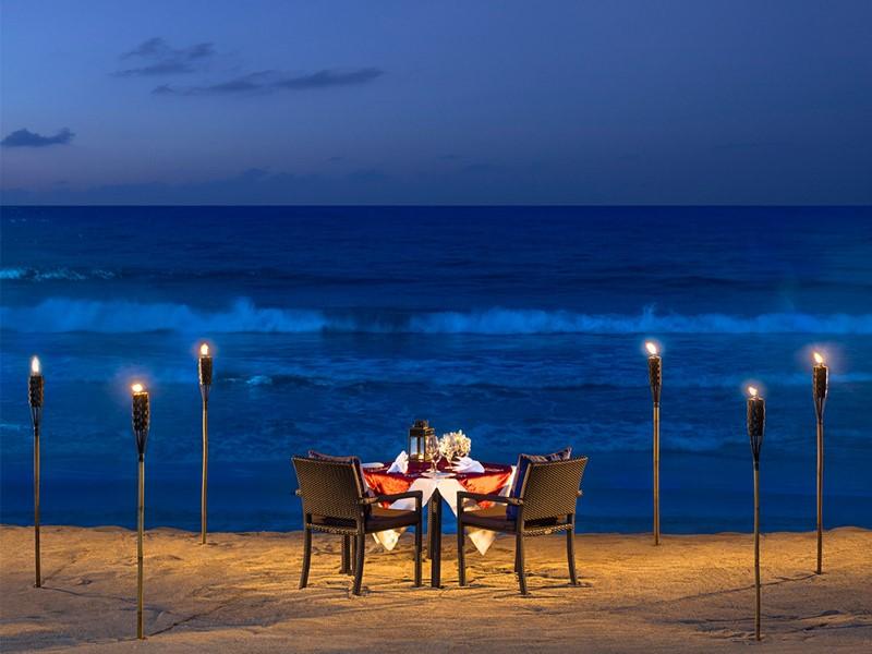 Dîner romantique sur la plage de Chaweng Noi au Vana Belle