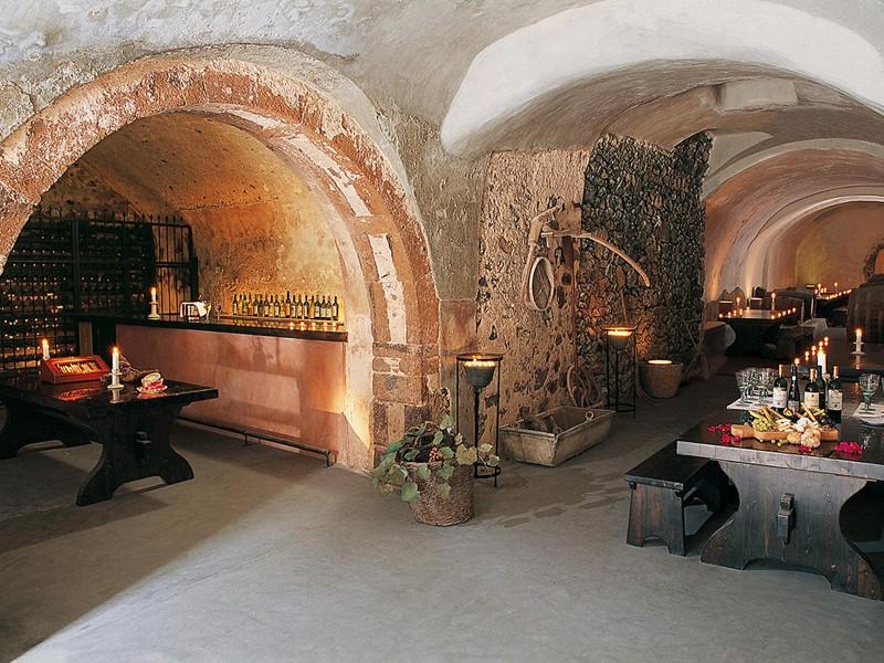 Le bar à vin Canava du Vedema Resort Santorini