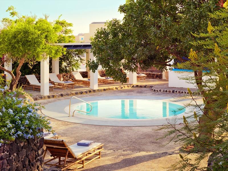 Bain à remous du Vedema Resort Santorini