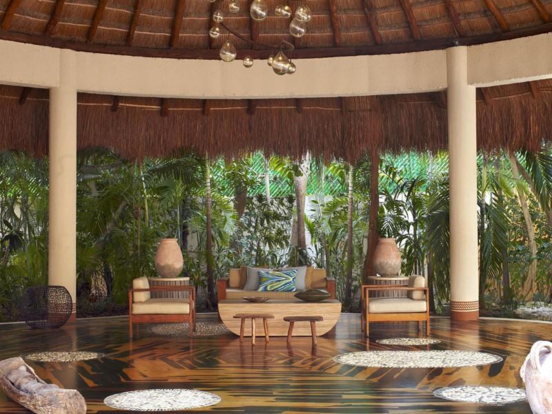 Le lobby de l'hôtel Viceroy Riviera Maya à Playa del Carmen