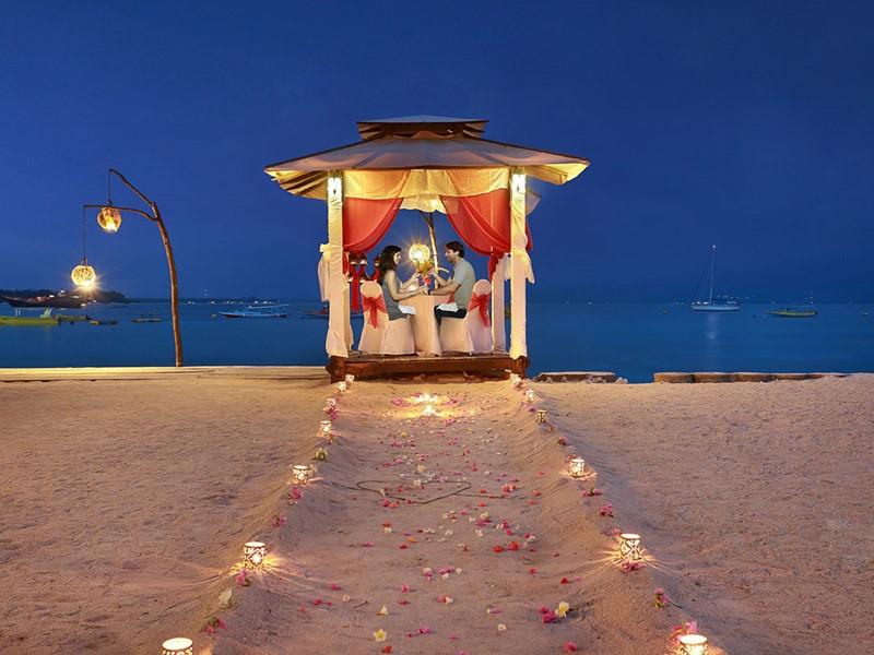 Dîner romantique à l'hôtel Vila Ombak à Lombok