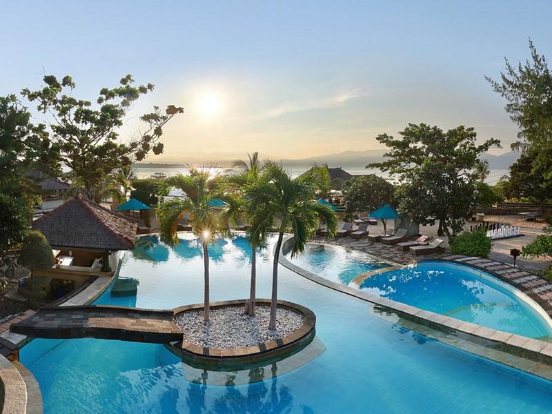 La piscine de l'hôtel Vila Ombak à Lombok