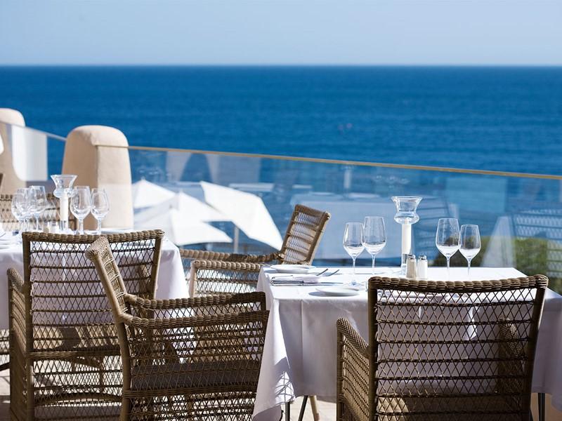 Déjeuner au restaurant B&G, offrant une superbe vue sur l'océan