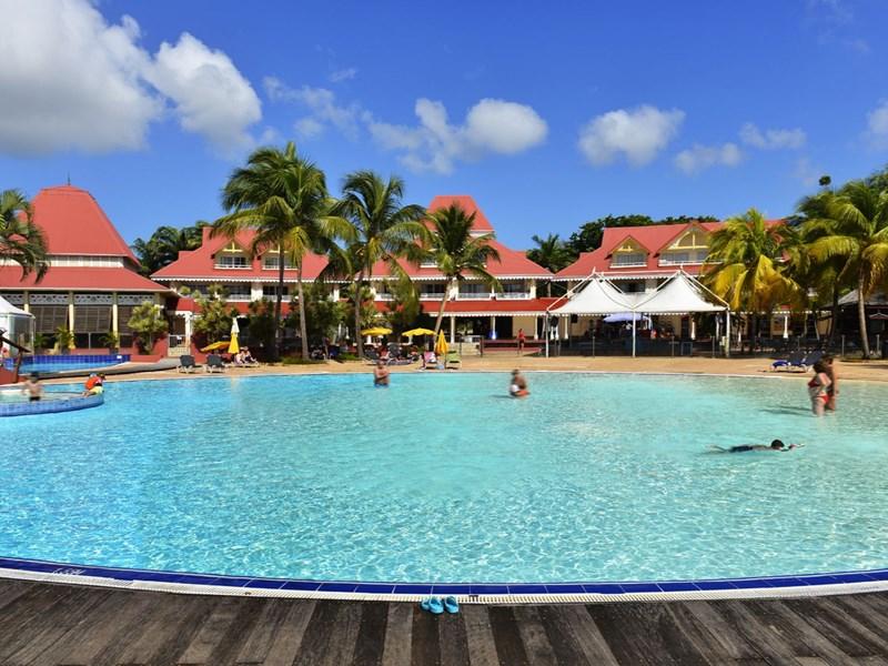 La piscine et ses extérieurs
