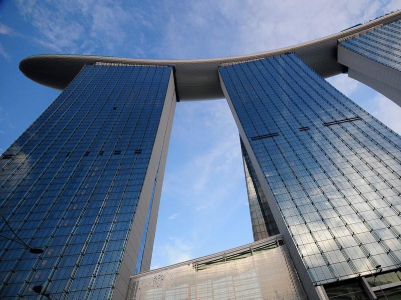 Deck au 57e étage de l'hôtel Marina Bay Sands depuis lequel on profite de la plus belle vue de la ville