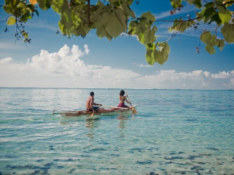 Une escapade romantique sur les eaux calmes du lagon