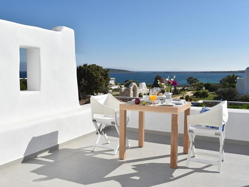 Petit-déjeuner face à la mer Égée