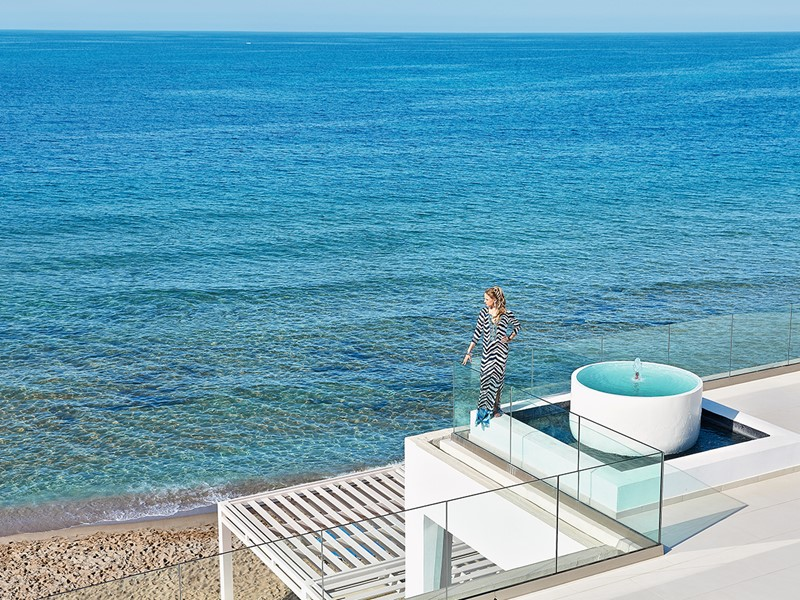 Superbe panorama sur les eaux de la Méditerranée