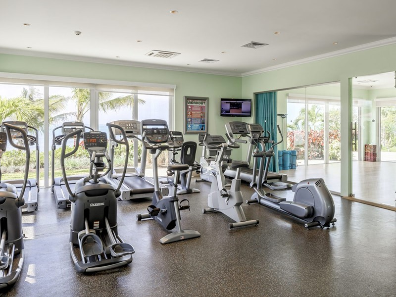 La gym du Windjammer Landing Villa Beach Resort