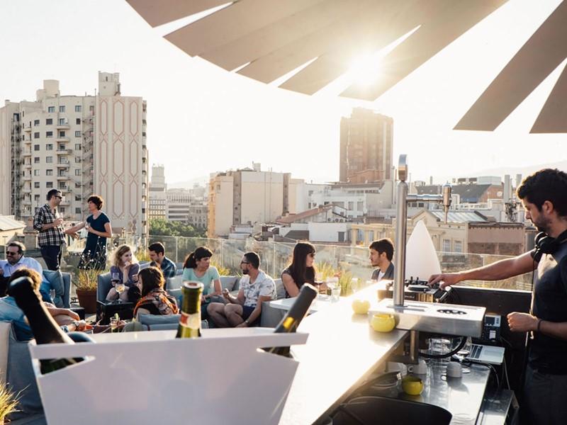 Profitez de moments privilégiés sur la terrasse du Yurbban Trafalgar
