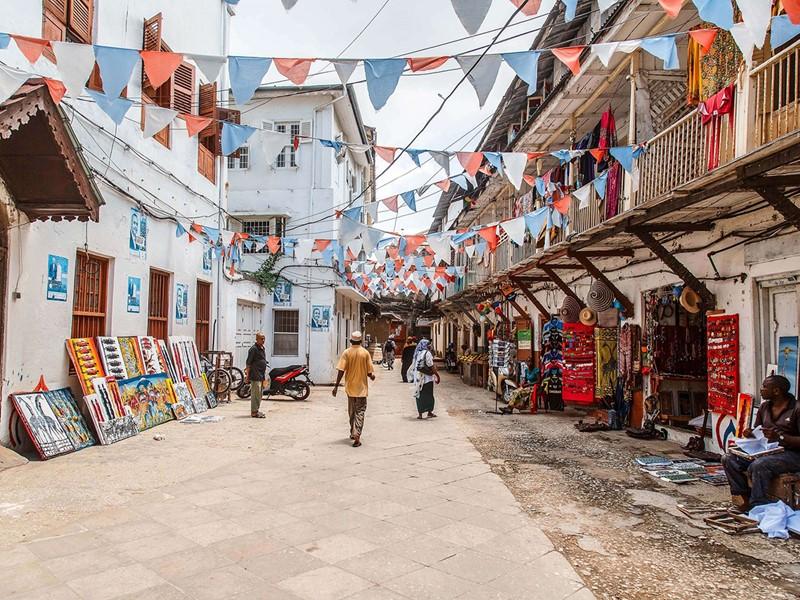 Parcourez les ruelles colorées, typiques de Zanzibar