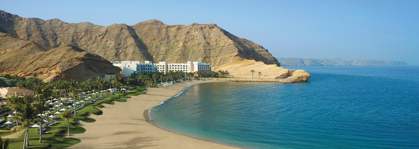Détendez-vous sur la plage du Shangri-La's Barr Al Jissah Resort & Spa
